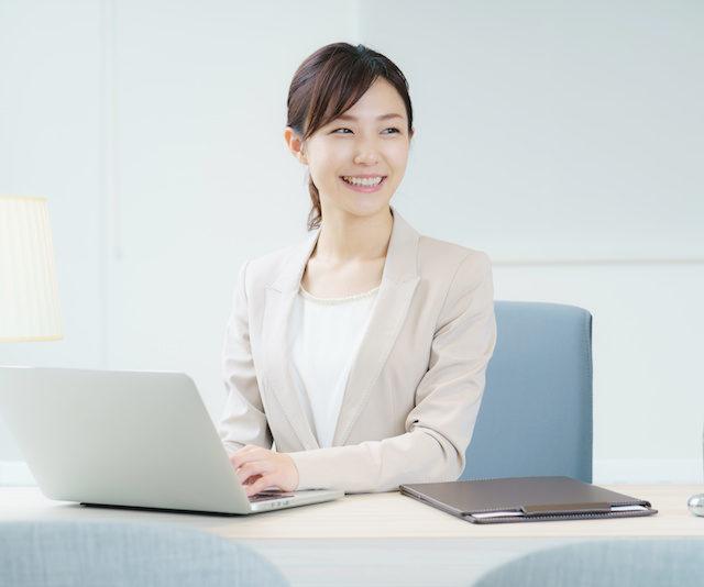 日本語学校の事務
